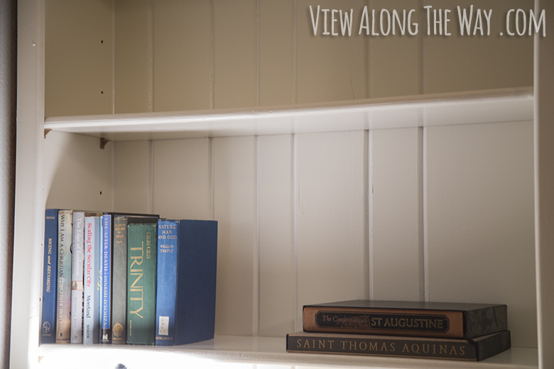 How to arrange books on shelves like a designer