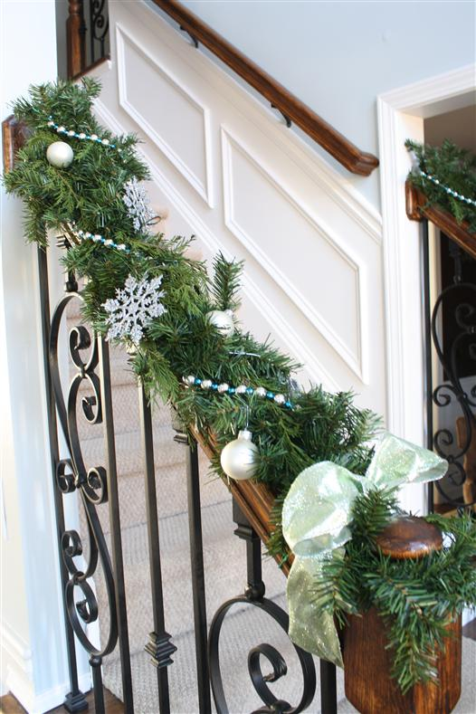 & How to Decorate with Christmas Garland and Live Greenery